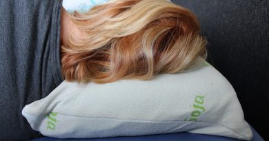 Hair Pillow Sleep Relax Bedroom  - MG_Pictures / Pixabay