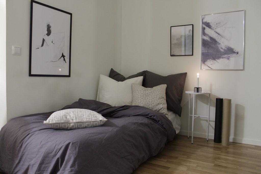 Bed Bedroom Sleep Woman Pillow  - emelieewestman / Pixabay