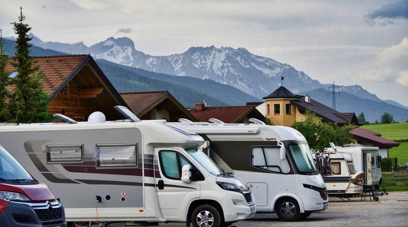 Camping Motorhome Traveling Camper  - MemoryCatcher / Pixabay