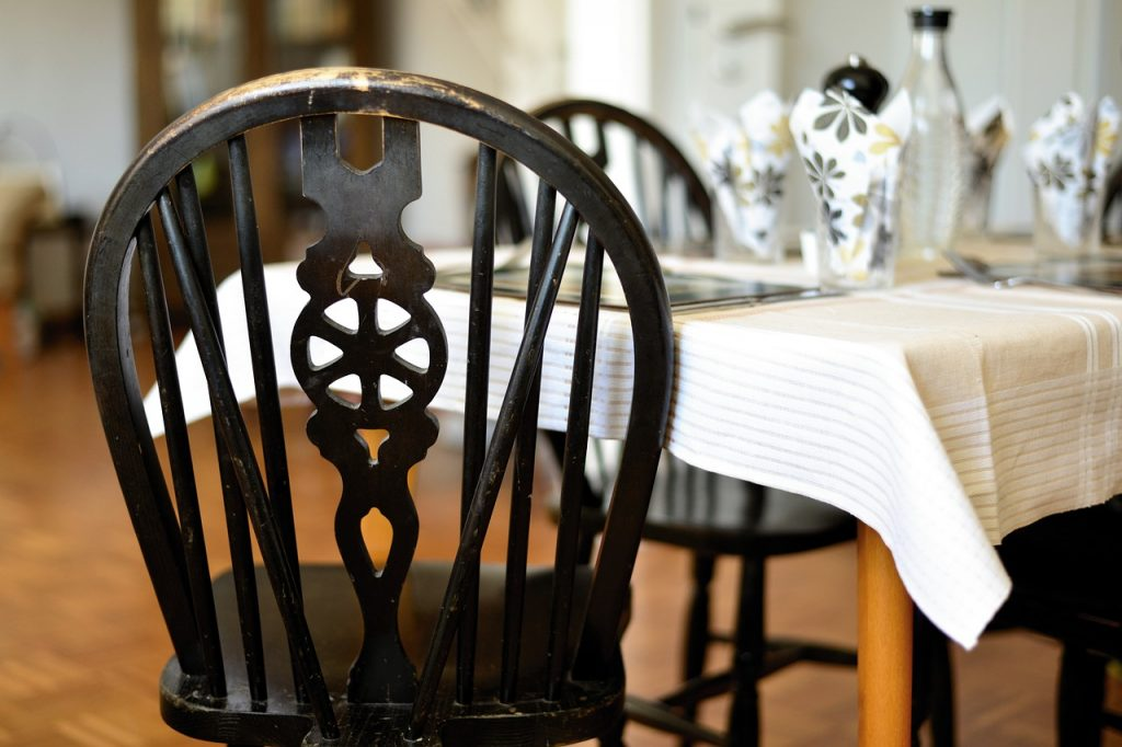 Chair Table Ornament  - congerdesign / Pixabay