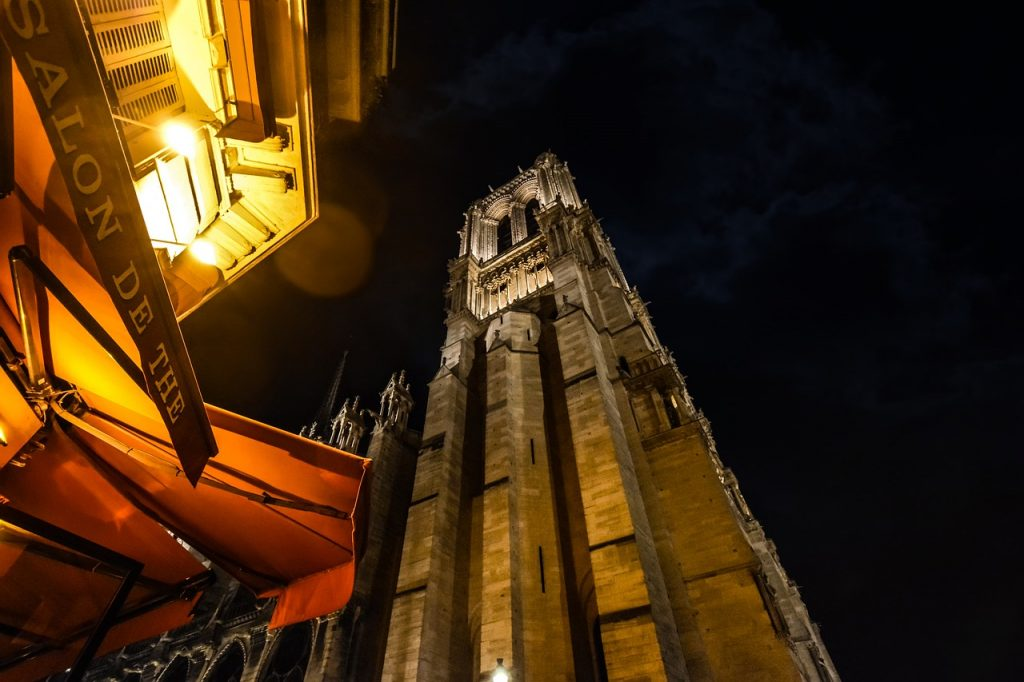 Night Paris Notre Dame Cathedral - kirkandmimi / Pixabay